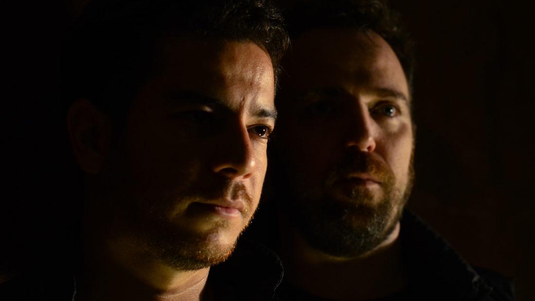 Foto do duo de produtores de deep house cariocas Bruce Leroys