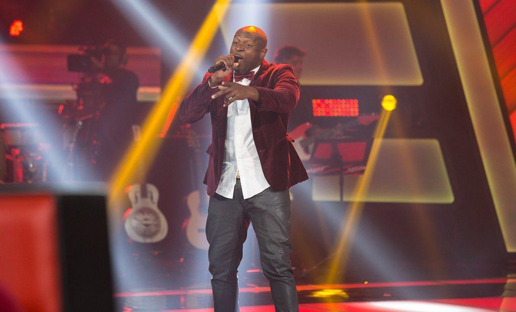 Foto do cantor Lumi no The Voice Brasil